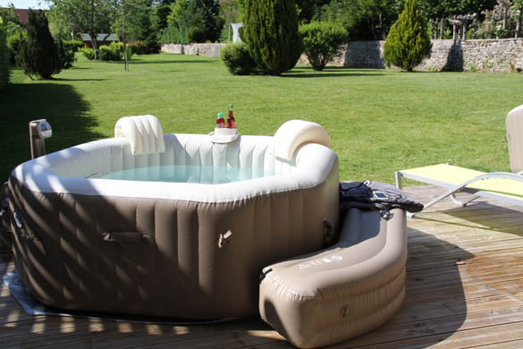 installer un spa gonflable tout sur le jacuzzi gonflable jacuzzi exterieur sur terrasse 4 o249. Black Bedroom Furniture Sets. Home Design Ideas